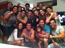 Diversão garantida. Galera curtindo o UFC: Clefinho, Elisa, Alline, Vinícius Magrinho, Clauber, Levi, Flavinha, Leo, Mayana, Fernanda, Lyncoln, Yana e André Bibi.