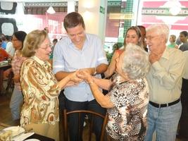 Minhã avó colocando no Ithalo!! Tendo a benção de nossas famílias!!!