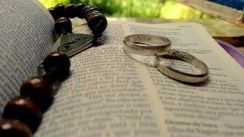 """""""Tu és bendito, ó Deus de nossos pais, e bendito é o teu nome  por todos os séculos e gerações. Que os céus e todas as tuas criaturas te bendigam por todos os séculos. Foste tu quem criou Adão e para ele criaste Eva que lhe servisse de ajuda e apoio. De ambos teve início a geração dos  homens.  Tu mesmo disseste: Não é bom  que o homem esteja só. Vamos fazer uma auxiliar semelhante a ele."""" (Tobias 8, 7-8)"""