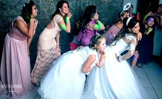 """""""...Solta o som, que é pra me ver dançando Até você vai ficar babando."""" PRE-PA-RA e dança no improviso com a gente!!Rs ASSISTAM: http://www.youtube.com/watch?v=JJaacNRxsok#t=30 DIVAS - ASSISTAM: http://www.youtube.com"""