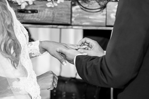 """""""Ser casado é pensar no plural, e não mais no singular, Ser parte de alguém e ter alguém como parte de você"""" ASSITAM: http://www.youtube.com/watch?v=wMK-EW5CqDI"""