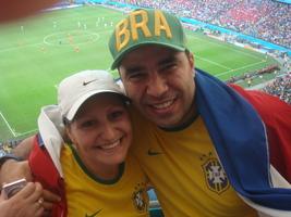 """Enquanto aguardamos a nossa data tão esperada, vamos fazendo o que sabemos fazer de melhor """"SENDO FELIZ E COMPLETANDO UM AO OUTRO"""". Copa do Mundo de Futebol 2014 Brasil - Arena Fonte Nova, Salvador, Ba. França 5 x 2 Suiça."""