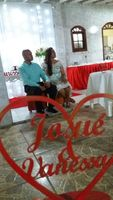 casal ouvindo atentamente a palavra do líder religioso no dia do noivado - 14/10/17