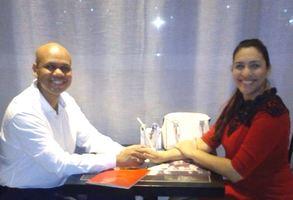 No Restaurante Roxy (na mesma mesa do primeiro jantar do casal) comemorando 1 ano e 2 meses de namoro - 09/12/17