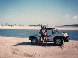 Passeando com nosso buggy na praia do Cumbuco-CE, 2002.