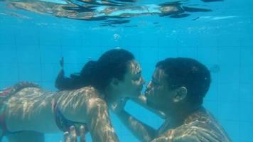 Esta foto só foi possível porque ele me ensinou a nadar.