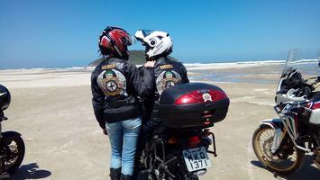 Porque não ir a praia de moto? literalmente!