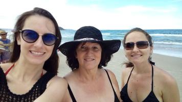 Porque essas branquelas adoram uma praia! rsrs