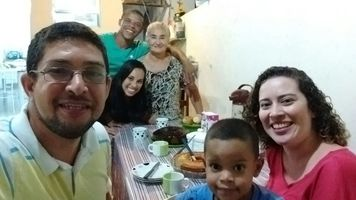 Conhecendo a Tia Maria, Queli e familia.